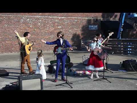Family I Love - Franklin Farmer's Market 05-18-2019