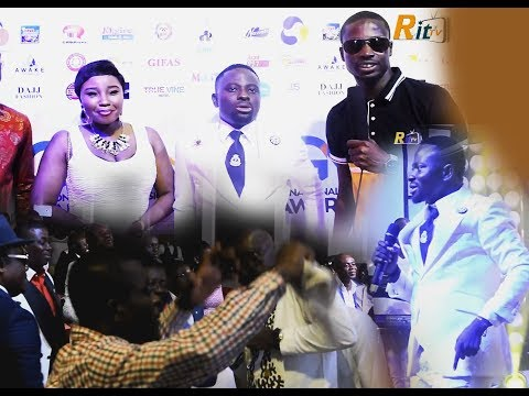Seerious..Bro. Sammy honours his Sweet wife @ the National Gospel Music Awards