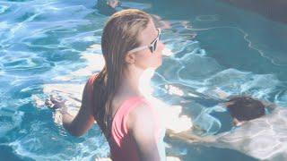 Смотреть клип Still Corners - Fireflies