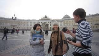 Девушки из Киргизии пришли на уроки жонглирования булыжниками в День народного единства.
