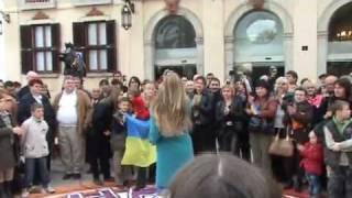НАТАЛЬЯ ВАЛЕВСКАЯ караоке на майдане в Испании