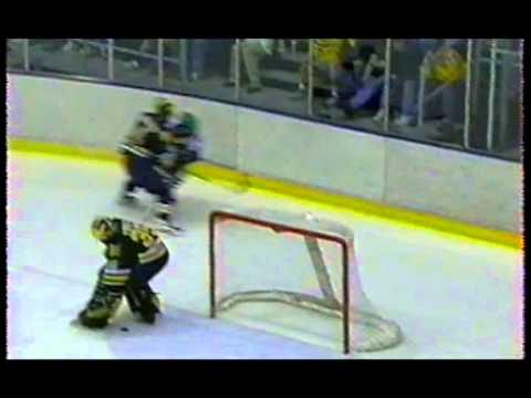 1998 NCAA Ice Hockey West Regional Final - Michigan vs North Dakota
