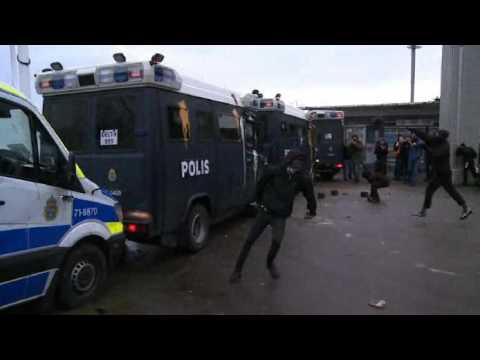Polisen drog vapen under kravallerna - Vänsteraktivister