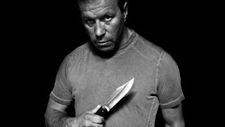 Tragjedi : M�suesi n� shkoll� sulmohet me thika nga dy persona !