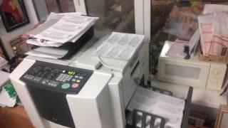 Печать листовок на ризографе. Печать на ризографе.  Работа ризографа(, 2017-01-27T07:19:51.000Z)