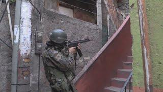 Cerca de mil militares sitiaron la mayor favela de Río de Janeiro en un día de caos