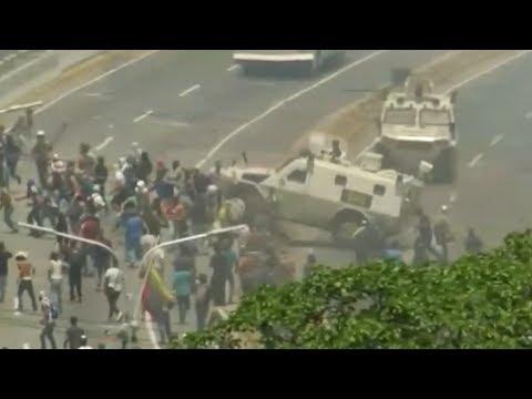 Venezuela   Tanqueta atropella a manifestantes en base aérea La Carlota