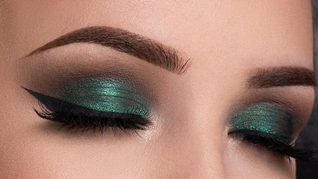 Metallic Green Smokey Eyes
