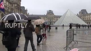 France  The Louvre reopens the day after machete attack
