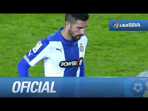 Dura entrada de Álvaro sobre Messi