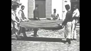 Video Le Saut à la couverture (1895) - Lumière download MP3, 3GP, MP4, WEBM, AVI, FLV Desember 2017