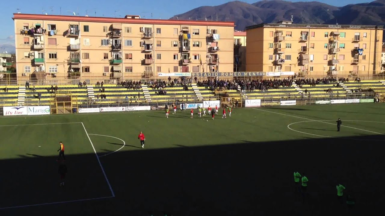 Juve Stabia Benevento 06 01 2015 Ingresso In Campo Youtube