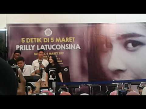 Prilly & adhito Malam minggu di Jakarta