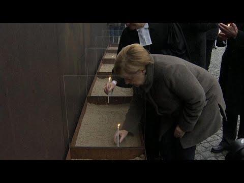 Berlin Duvarı'nı aşmaya çalışırken can verenler törenlerle anıldı