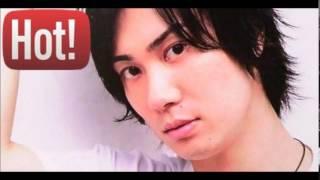 声優の鈴木達央さんとグラドルの秋山莉奈さんのトークです。 鈴木達央「...
