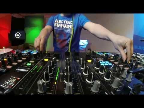 Andre Tribale Live @ Gluuu.tv stream dj performance deep house