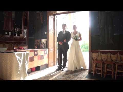 Dorina si Adrian - Intrarea in biserica - 08.10.2012 (Cameraman Nunta - 0763763867)
