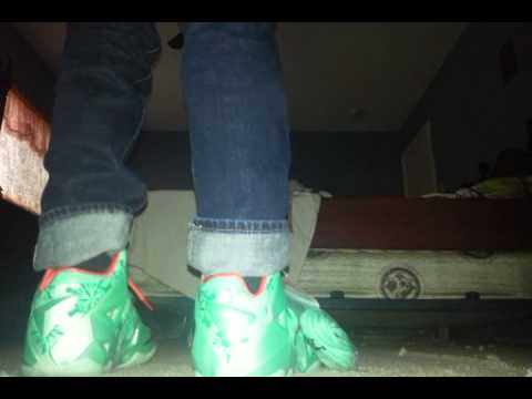 great fit 9b42c 7c871 Lebron 11 christmas on feet