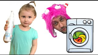 Eva and Dad are cleaning toys at home. Wash colored balls in a washing machine.