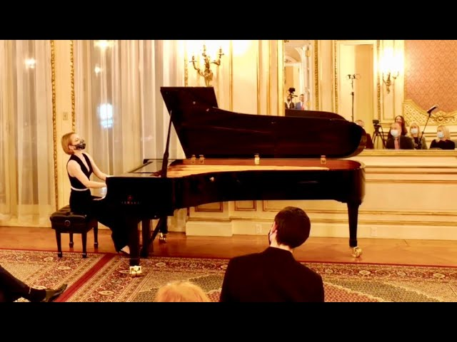Watch Chopin's Polonaise, op. 40