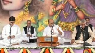 Kyun Aake Ro Raha Hai Govind Ki Gali Mein...Bhajan By Shri Vinod Ji Agarwal  - Shalimar Baug Delhi