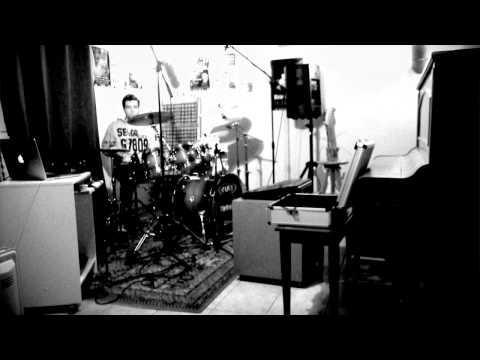 Drum solo  - pearl chad smith signature