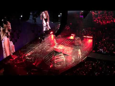 Steven Tyler and Taylor Swift singing