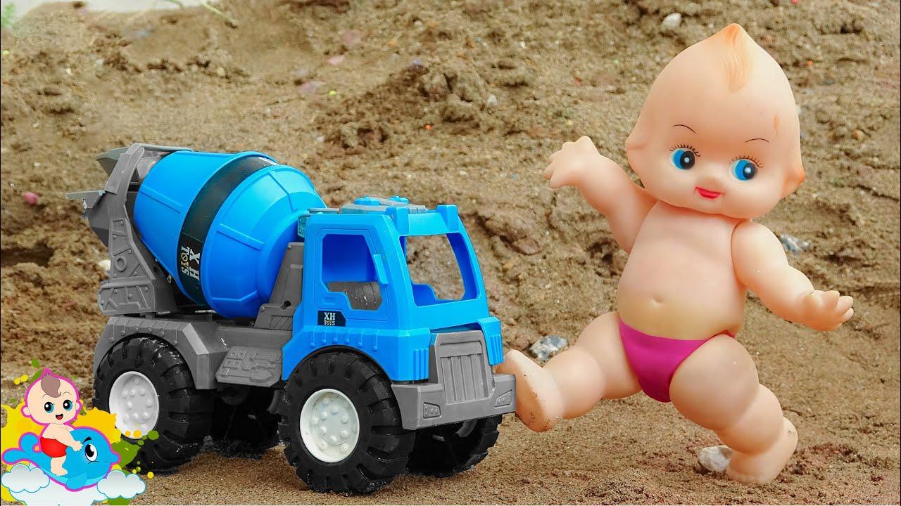 Bài hát thiếu nhi Our Olympic Games - Em bé búp bê và người bạn xe trộn bê tông - Đồ Chơi Trẻ Em