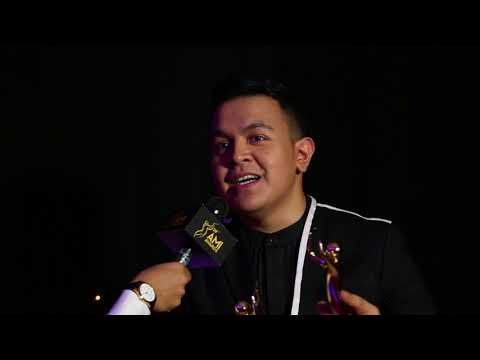 Free Download Tahun Ketiga Tulus Menangkan Ami Awards | Exclusive Backstage Interview Ami Awards 2017 Mp3 dan Mp4
