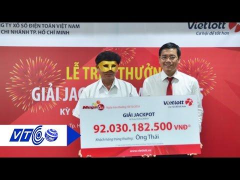 Người trúng 92 tỷ đồng đeo mặt nạ nhận giải | VTC