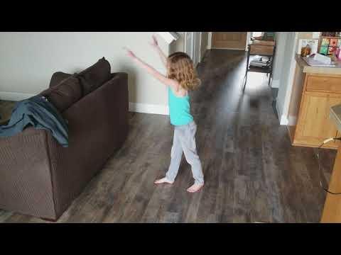 Amelia's gymnastic lesson 1