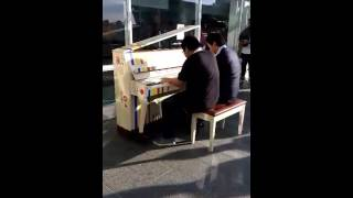 Animenz + TheIshter + public piano = Jiyuu no Tsubasa (Attack on Titan) - Anime Revolution 2015