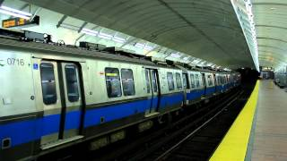 MBTA Subway: Outbound Blue Line Train at Aquariam Station