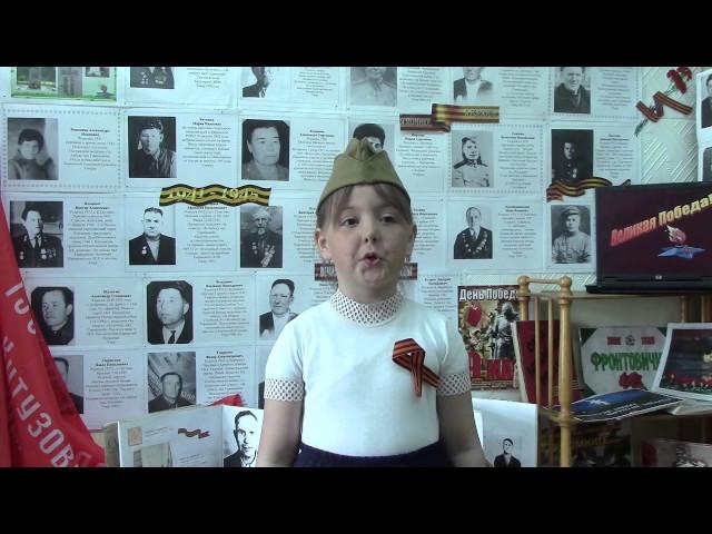 Изображение предпросмотра прочтения – ЛизаБаюшева читает произведение «Я фильм смотрела о войне» ВиктораТимофеевичаТурова