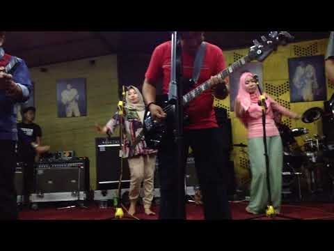 LAGU BUTA TULI RHOMA IRAMA; sesi latihan untuk konser bandung indosiar 17 sept 2017