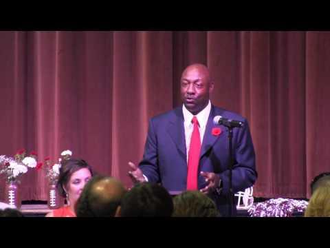 Former Georgia, NFL, & CFL star Robert Edwards speaks at West Kickoff Banquet