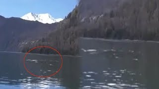 चीन के झील में लोगों को नजर आई रहस्यमयी चीज, लोगों ने देखकर कहा- ये कहीं राक्षस तो नहीं...