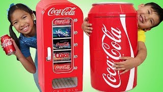 Baixar Wendy & Liam Pretend Play w/ Giant Coca Cola Vending Machine & Kid Refrigerator Toy