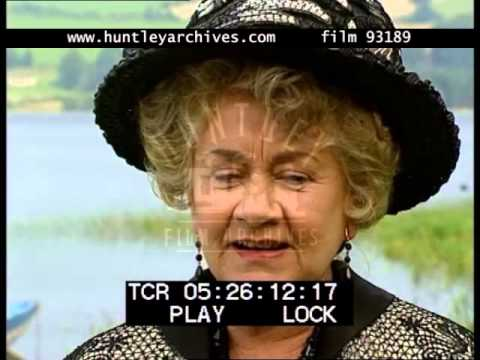 Joan Plowright on Comedy Acting, 1990's - Film 93189