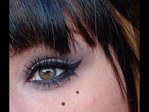 Tuto maquillage comment appliquer l 39 eye liner youtube - Comment mettre eye liner ...