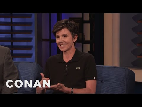 Cover Lagu Tig Notaro Didn't Recognize Anne Hathaway - CONAN on TBS stafamp3