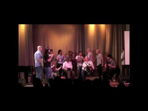 2010 0413 20:54 Irish Concert 01 - Piobairí Uillea...