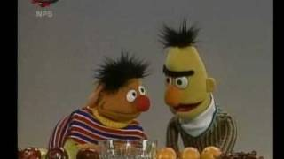 Bert en Ernie - Ernie telt fruit