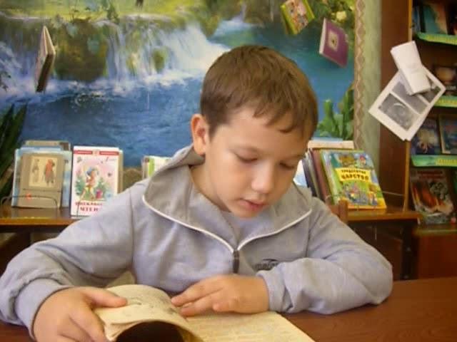 Изображение предпросмотра прочтения – ЮнирГалиханов читает отрывок изпроизведения «Му-Му» И.С.Тургенева