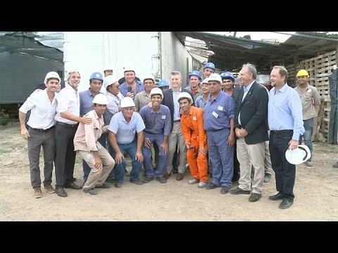 Corrientes macri recorri 680 viviendas en ltima etapa for Plan de viviendas macri