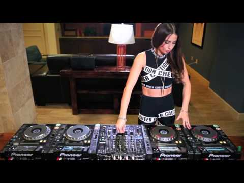 DJs Juicy M Mixing