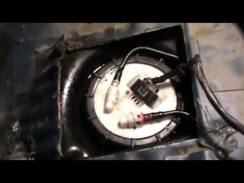 Замена топливного насоса (снятие трубок) на Ford Focus 1