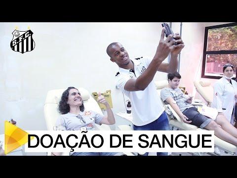 Jogadores visitam o Hemonúcleo de Santos