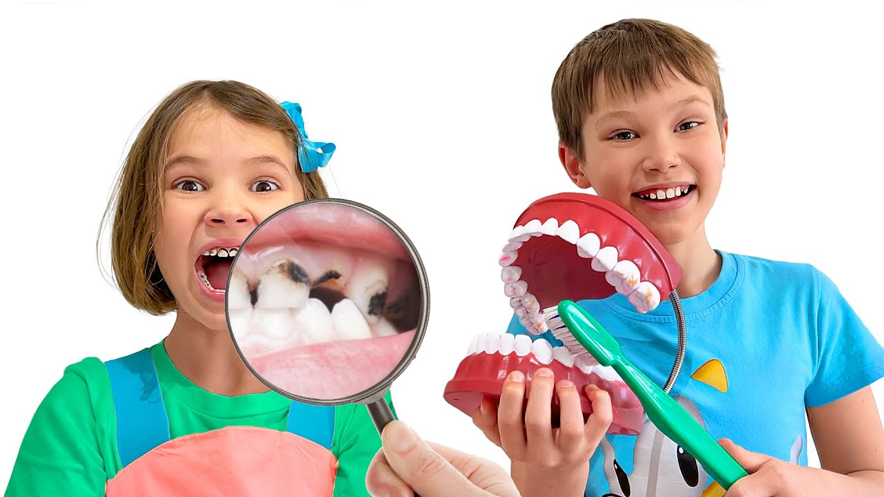 Катя учиться чистить правильно зубы