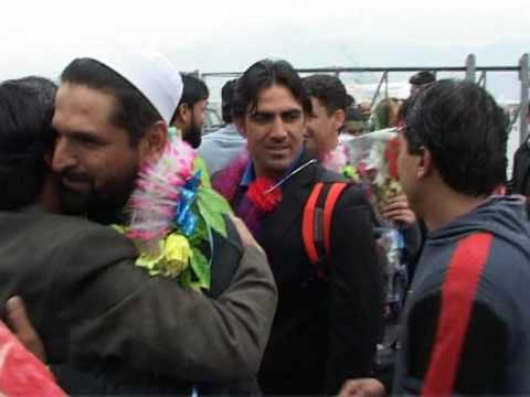 Afghan cricketers return to rapturous welcome